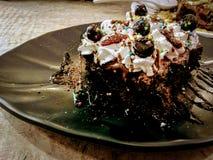 Торт на плите стоковое изображение rf