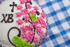 Торт пасха украшенная с цветками Стоковые Изображения