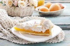 Торт персика с отбензиниванием меренги Стоковые Изображения