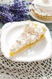 Торт персика с отбензиниванием меренги Стоковые Фотографии RF