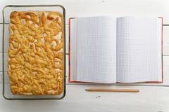 Торт песка с завалкой лимон-апельсина и тетрадь для рецептов Стоковое Изображение RF