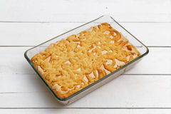 Торт песка с завалкой и меренгой лимон-апельсина Стоковое фото RF