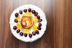 Торт плодоовощ с сливк Стоковые Изображения