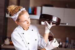 Торт предусматриванный в шоколаде Полива зеркала Стоковое фото RF