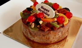 Торт плодоовощ для вашего с днем рождения Стоковые Изображения