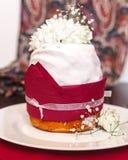 Торт рождества с цветками и лентами Стоковое Изображение