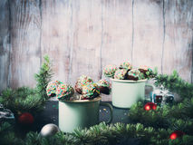 Торт рождества хлопает в кружках Стоковое Изображение