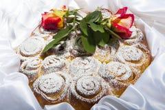 Торт роз на день матери и валентинки Стоковые Изображения RF