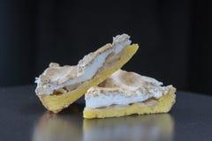 Торт сливк Яблока от короткого печенья с заварным кремом Часть яблочного пирога стоковое фото