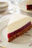 Торт суфла с студнем ягоды и печеньем шоколада стоковое изображение