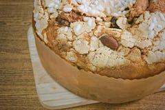 Торт с высушенными плодоовощами и гайками миндалины Стоковая Фотография RF
