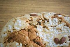 Торт с высушенными плодоовощами и гайками миндалины Стоковое Фото