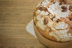 Торт с высушенными плодоовощами и гайками миндалины Стоковые Изображения