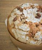 Торт с высушенными плодоовощами и гайкой миндалины Стоковые Изображения RF