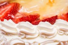 Торт сливк хлыста клубники Стоковые Изображения RF