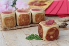 Торт с красными конвертами, китайский Новый Год луны фестиваля Стоковое фото RF