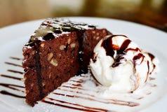Торт с мороженым и шоколадом стоковое фото rf