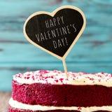Торт с днем валентинок текста счастливым Стоковые Изображения RF