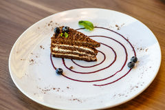 Торт слоя кофе с голубиками Стоковое Фото