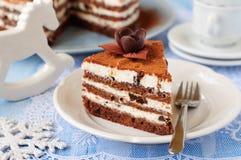 Торт слоя шоколада, кварка и чернослива Стоковые Фото