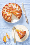 Торт с персиками стоковые изображения rf