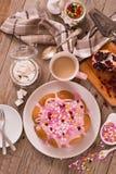 Торт с розовый замораживать стоковая фотография rf