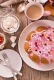 Торт с розовый замораживать стоковое фото