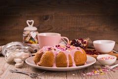 Торт с розовый замораживать стоковое изображение rf