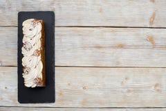 Торт с сливк и гайками кофе Стоковое фото RF
