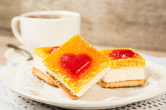 Торт с украшением в форме сердца завтрак романтичный Стоковые Фото