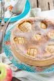 Торт с яблоками и кислой завалкой сливк-яичка Стоковое фото RF