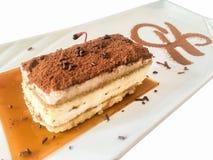 Торт тирамису с взбивая сливк, вишней и мятой Стоковые Фотографии RF