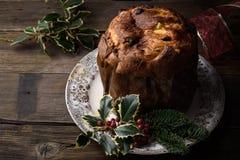 Торт традиционного рождества итальянский, кулич Milanese Стоковые Изображения RF