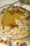 Торт тыквы украшенный при диаграммы сделанные из теста для того чтобы упасть стиль Стоковое Фото
