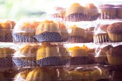 Торт чашки в еде Азии пакета стоковые изображения