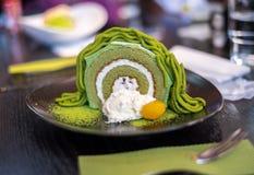 Торт швейцарского крена зеленого чая Matcha Стоковое Изображение