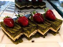 Торт шоколада с клубникой стоковые фотографии rf