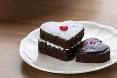 Торт шоколада сердца форменный Стоковая Фотография RF