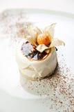 торт ягод украсил малое Стоковые Изображения RF