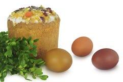 Торт, яичка и мирт пасхи изолированные на белой предпосылке стоковые фотографии rf