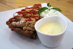 Торт crumble Яблока стоковая фотография rf