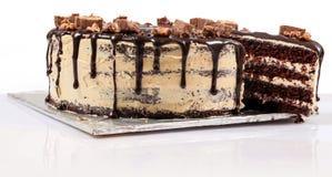 Торт Fudge шоколада, покрытая конфета Отрезанный Стоковые Изображения RF