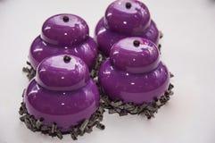 Торт Glyassazh фиолетовый стоковые фото