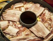 Торт Unhealty сделанный из тучных свинины и бекона Стоковые Изображения RF
