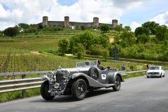 Тоскана, Италия - май 2019: неопознанные водители на LAGONDA M45 RAPIDE 1934 стоковое изображение