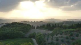 Тосканский ландшафт на заходе солнца i видеоматериал
