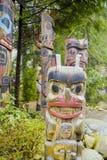 Тотемные столбы в парке висячего моста Capilano - ВАНКУВЕРЕ - КАНАДЕ - 12-ое апреля 2017 Стоковые Фотографии RF