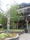 Тотемный столб на ложе McDonald озера Стоковые Фото