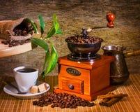 Точильщик и другое вспомогательное оборудование для кофе Стоковые Фотографии RF