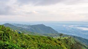 Точка зрения вершины холма на Phu Thap Berk стоковые фотографии rf